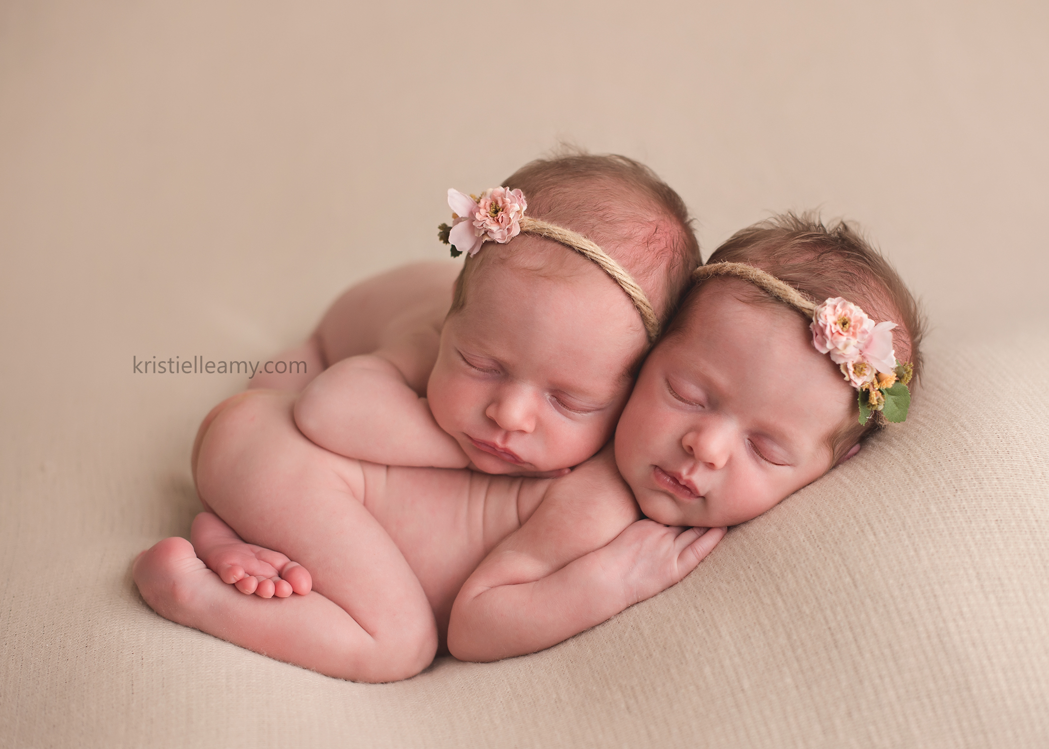 17 day old twin girls echuca newborn photography